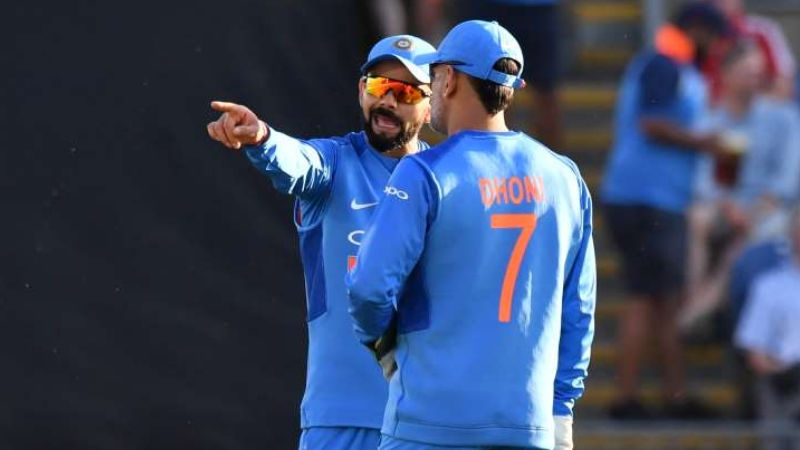 What Kohli needs to learn from Dhoni as a captain | Chase